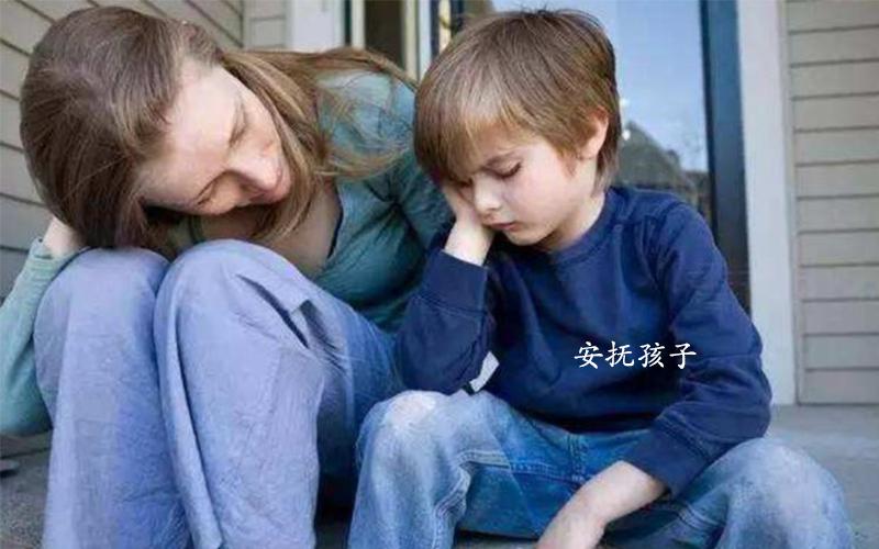 孩子发脾气时家长的反应很重要