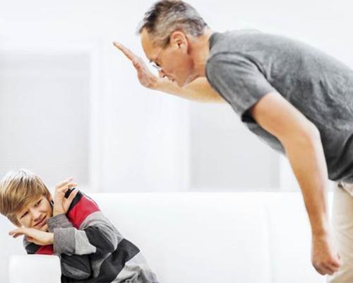 古人云:不打不成材,这是真的吗?孩子不听话,父母该不该动手打孩子?